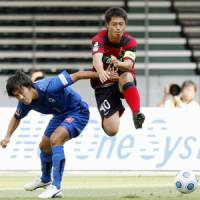 Keeping hope alive: Mitsuo Ogasawara (right) will get an opportunity to show Japan manager Takeshi Okada that he deserves a spot on the World Cup squad. | KYODO PHOTO