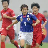 Northern exposure: Japan's Nahomi Kawasumi moves the ball against North Korea on Thursday. | KYODO PHOTO