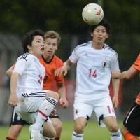 Double Dutch: Yoshiaki Takagi (left) looks to control the ball during Japan's 3-2 win over the Netherlands in the Toulon Tournament on Friday. | KYODO
