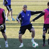 The world is yours: Chelsea's Fernando Torres (center) trains with teammates Petr Cech (left) and Paulo Ferreira in Yokohama on Monday. | AP
