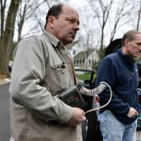 Gas busters: Bob Ackley (left), a gas leakage specialist, and Rob Jackson, a professor of environmental sciences, search for gas leaks in Washington. | THE WASHINGTON POST