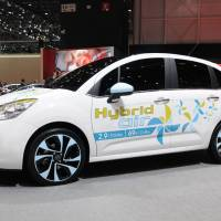 Game changer: Using Peugeot Citroen's Hybrid Air technology, a Citroen C3, shown at the Geneva Motor Show 2013, will get around 34 kilometers per liter driving in the city — a notable improvement on the fuel economy of electric hybrids. | NORBERT AEPLI
