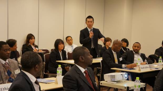 Officials from African embassies and Japanese businesspeople hold a discussion during a workshop at the ninth International Symposium on Water Supply Technology in Yokohama 2012, held last November in Yokohama.