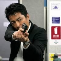 Shooting star: Takao Osawa plays a besieged cop in tense action movie 'Wara no Tate (Shield of Straw).' | © Kazuhiro Kiuchi/Koudansha © 2013 Eiga