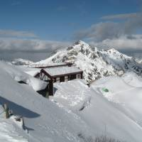Winter wonderland: With 2,763-meter Mount Tsubakuro behind, Enzan-so mountain hut sits under thick snow last November. Ptarmigans live in the area year-round. | CHRIS COOK
