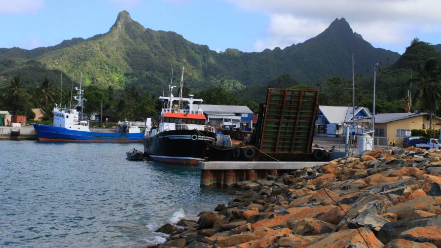 Heights from the deep: The picturesque harbor at Avarua on Rarotonga nestles under the peaks of a volcano that rises 4,500 meters from the ocean floor.