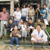 A group of volunteers of the 'Let's go to Tambo' project in Niigata show the tools of the trade. COURTESY OF JEN