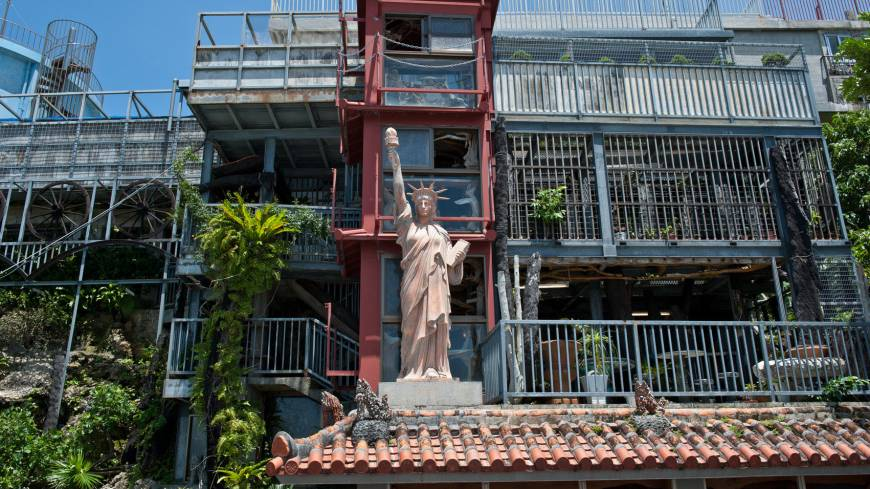 Streets gallery: This marble Statue of Liberty overlooks Kin Town stephen mansfield