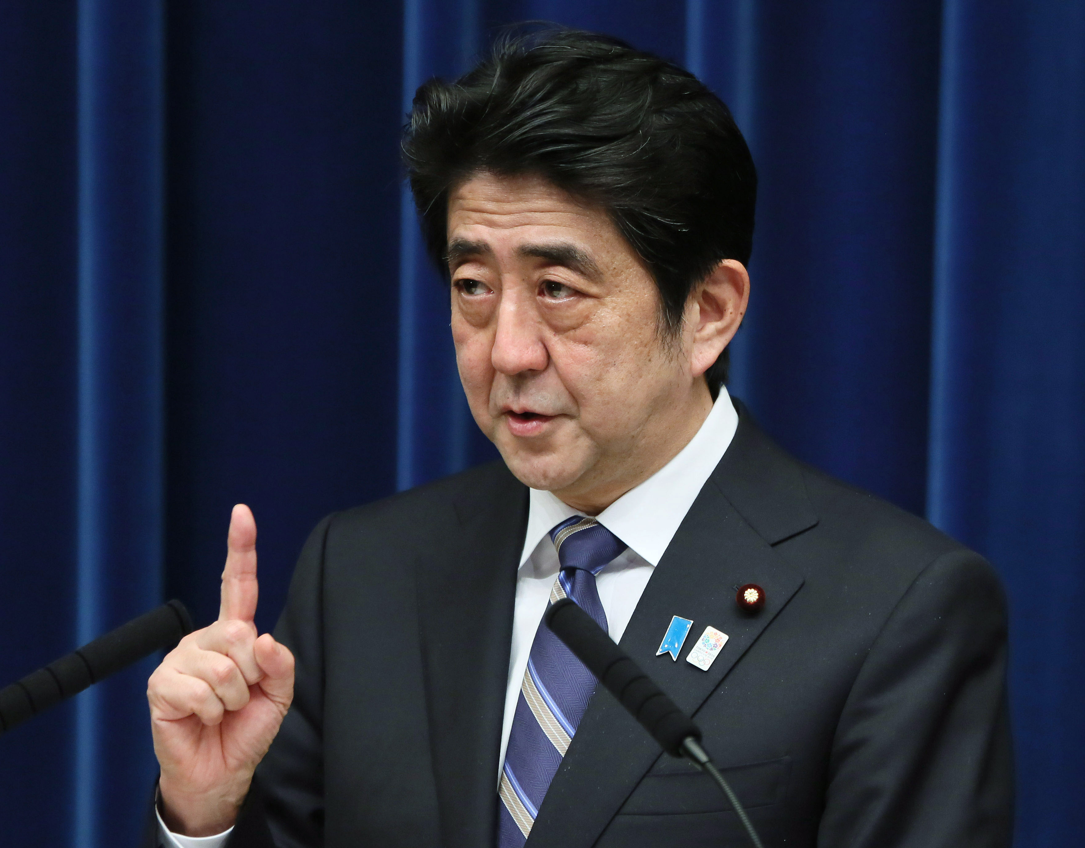 riding high prime minister shinzo abe holds  news conference   prime ministers official