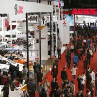Carmakers hope to rebound via Shanghai show