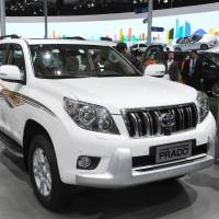 Cruise control: Visitors look at a Toyota Landcruiser Prado SUV on media day at the Shanghai international motor show Saturday. | AFP-JIJI