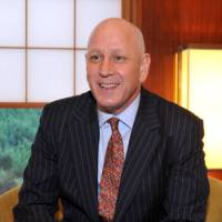Teaching leadership: Dean Williams, public policy director at Harvard University's John F. Kennedy School of Government, is interviewed Dec. 13 in Tokyo. | YOSHIAKI MIURA