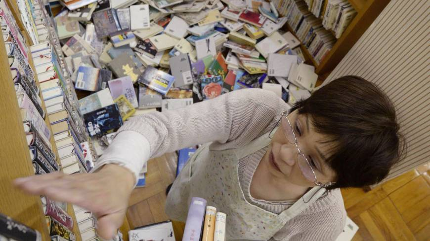 Hitting the books: The floor of a library in Awaji, Hyogo Prefecture, is littered with books after a 6.3-magnitude earthquake jolted Awaji Island and its vicinity early Saturday morning.