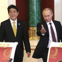 Abe looks to Moscow after regional spats