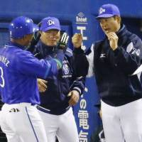 Job well done: Alex Ramirez is congratulated by BayStars manager Kiyoshi Nakahata after a single in the eighth inning on Friday at Jingu Stadium. Yokohama defeated Tokyo Yakult 2-1. | KYODO