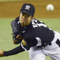 Enokida, Murton carry Tigers in rout over Giants