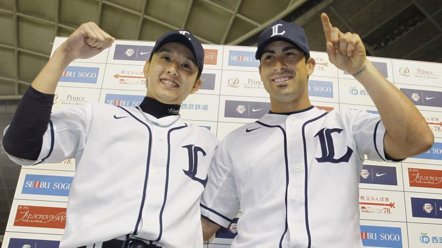 Twin towers: Seibu's Ryoma Nogami (left) and Ryan Spilborghs celebrate after the Lions' 7-2 win over the Marines on Wednesday.