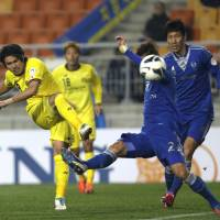 In a rout: Masato Kudo of Kashiwa Reysol (left) scores a goal against South Korean club Suwon Bluewings during their Group H match in the Asian Champions League in Suwon, South Korea, on Wednesday. Kashiwa Reysol won 6-2. | AP