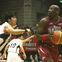 Inside muscle: Toshiba forward/center Mamadou Diouf looks to attack the basket against Toyota Motors' Kosuke Takeuchi during Tuesday's JBL  playoff semifinals at Yoyogi National Gymnasium No. 2. The Brave Thunders defeated the reigning champion Alvark 64-62 in the decisive third game of the  series. | KAZ NAGATSUKA