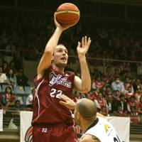 Major contributor: Toshiba Brave Thunders big man Nick Fazekas, a former NBA draft pick, led the JBL in scoring (21.6 points per game) during the regular season. Toshiba faces the Aisin Sea Horses in the best-of-five finals, starting Wednesday. | KAZ NAGATSUKA