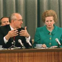 Soviet President Mikhail Gorbachev talks to  Thatcher during their joint news conference in Moscow in June 1990. | AFP-JIJI