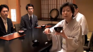 [VIDEO] Table etiquette for formal dinners in Japan