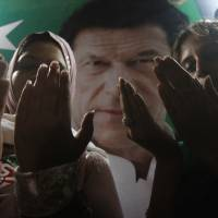 Pakistan's Khan hurt in fall, must sit out rest of campaign
