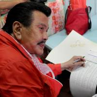 Estrada makes comeback, wins Manila mayoral post