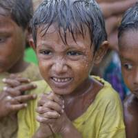 Rohingya resist cyclone evacuation