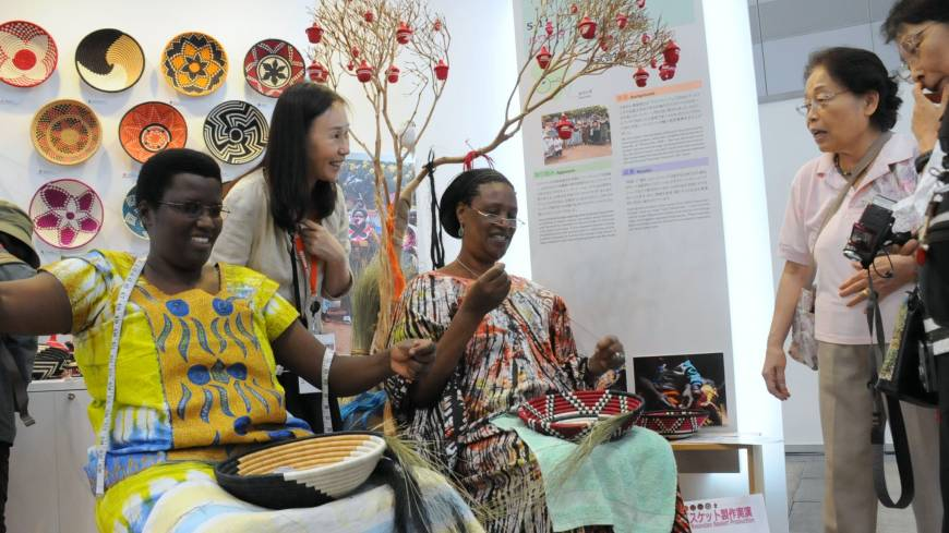 Rwandan women demonstrate how to weave traditional baskets, which are exported to Japan, at African Fair 2013 in Yokohama on Thursday. The fair will run through Sunday.