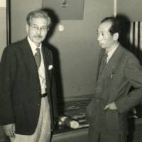 Fellow 'treasures': Mitsuo Masuda (right) and Kenkichi Tomimoto in an undated photograph. | PHOTOS COURTESY OF CRAFTS GALLERY OF THE NATIONAL MUSEUM OF MODERN ART, TOKYO