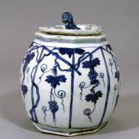'Water Jar with Design of Grapevine Trellis (Blue and White,' Jingdezhen ware, China, 17th century). | IDEMITSU MUSEUM OF ARTS