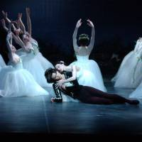 Love conquers ghostly retribution:  Tetsuya Kumakawa reprises his role of Albrecht in the romantic masterpiece Giselle. | © JIN KIMOTO
