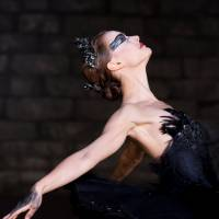 Actress Natalie Portman plays ballerina Nina, who tries to embrace her dark side as the Black Swan. | © 2010 TWENTIETH CENTURY FOX