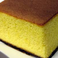 A castella sponge cake bought at one of the hundreds of branches of Fukusaya, founded in Nagasaki in 1624. | NORIO.NAKAYAMA