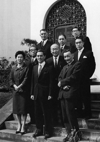U.S. Ambassador to Japan Edwin Reischauer (top left) celebrates Keene's Kikuchi Kan Prize for his translations of Japanese literature at the U.S. Embassy in Tokyo in March 1962. | FROM THE