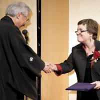 Proud moment: Japan Foundation President Kazuo Ogura hands Susan Schmidt one of the three Japan Foundation Awards 2009 on behalf of her group AATJ at a ceremony in Tokyo on Oct. 6. | TAKESHI YUZAWA