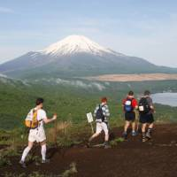 Trekking for a cause: Teams tackle the 100 km Oxfam Trailwalker course from Odawara, Kanagawa Prefecture, to Lake Yamanaka in the shadow of Mount Fuji. | ©OXFAM JAPAN