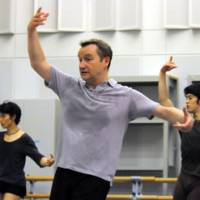 The artistic director of the National Ballet of Japan, David Bintley, works with dancers Ryuji Yamamoto (left) and Fukuoka in choreographing a new version of Benjamin Britten's 'The Prince of the Pagodas,' which will be set in Japan. | SATOKO KAWASAKI PHOTOS