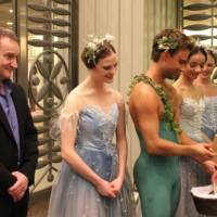 Art aid: David Bintley and Birmingham Royal Ballet dancers collect funds at the May 17 gala performance for victims of the March 11 earthquake and tsunami. | NBS JAPAN