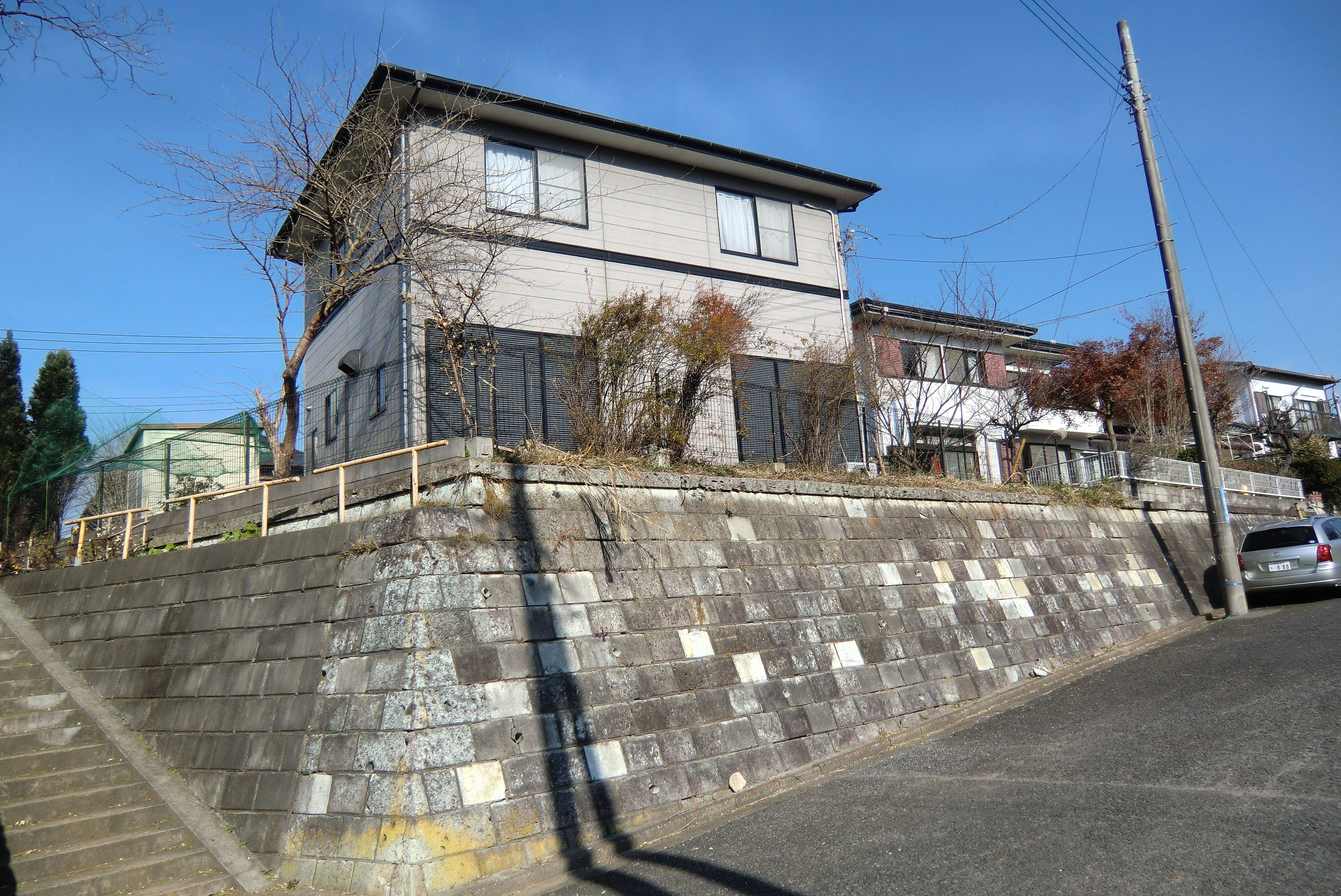 On uneven ground landfill property pitfalls the japan times for Build house on your land