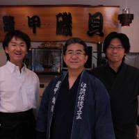 Bekko Isogai's head tortoiseshell artisan Minoru Isogai, flanked by his sons, Tsuyoshi (left) and Katsumi. | KIT NAGAMURA