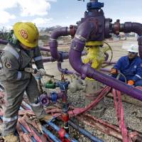 Proposed fracking rules hit by green, oil groups