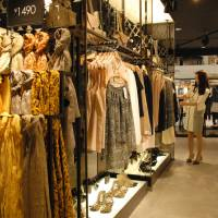 'Fast fashion' of South Korea, Singapore arrives
