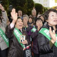 Seeking justice: Plaintiffs in a class-action lawsuit over exposure to asbestos rejoice Wednesday outside the Tokyo District Court after learning the state was held liable for redress. | KYODO