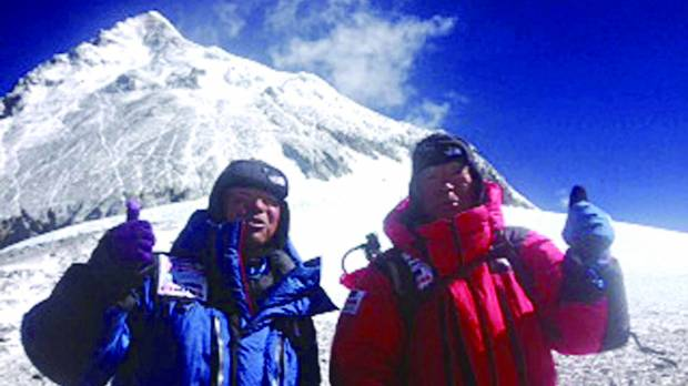 Miura becomes oldest atop Everest