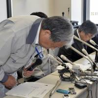 Ritual regret: Japan Atomic Energy Research Institute chief Satoru Kondo apologizes at a news conference Saturday in the village of Tokai, Ibaraki Prefecture. | KYODO