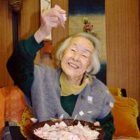 Grandma, 95, still making confetti for Kanamaruza's spring kabuki
