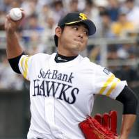 Settsu sets tone for Hawks in win