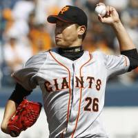 Utsumi hits top gear as Giants edge BayStars